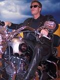 Een foto van de lookalike en imitator van Arnold Schwarzenegger