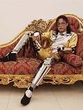Een foto van de lookalike en imitator van Michael Jackson