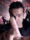 Een foto van de lookalike van Robbie Williams